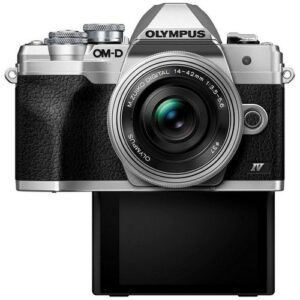 Foto 1 Kit Fotocamera Mirrorless Olympus E-M10 IV + Obiettivo ED 14-42mm F/3.5-5.6 Argento