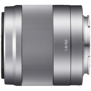 Foto 1 Obiettivo Mirrorless Sony 50mm f/1.8 Argento